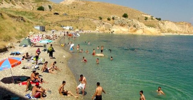 Van Gölü sahilleri Akdeniz ve Ege'yi aratmıyor