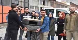 Bitlis'te üniversiteli gençler lastikten kedi evi yaptı
