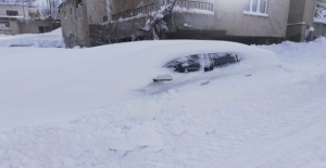Tatvan'da 3 günde 2 metre kar yağdı
