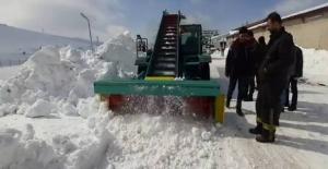 Tatvanlı girişimciden yüzde 80'i yerli üretim kar küreme aracı