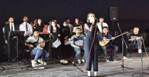 Van Gölü üzerinde 'Ahlat Şiirleri ve Türküleri' gecesi