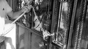 Tatvan'da Cami Kapısı Kilitlendi