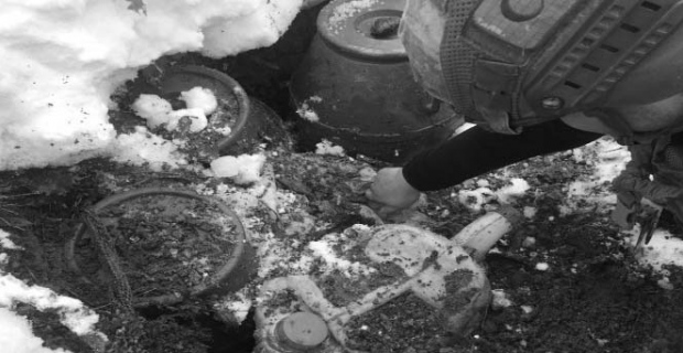 Bitlis'te toprağa gömülü 160 kilogram EYP ele geçirildi