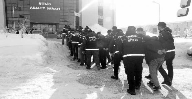 Bitlis'te 'torbacı' operasyonu: 10 gözaltı