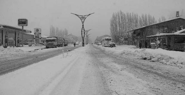 Hizan'da 69 köy yolu ulaşıma kapandı