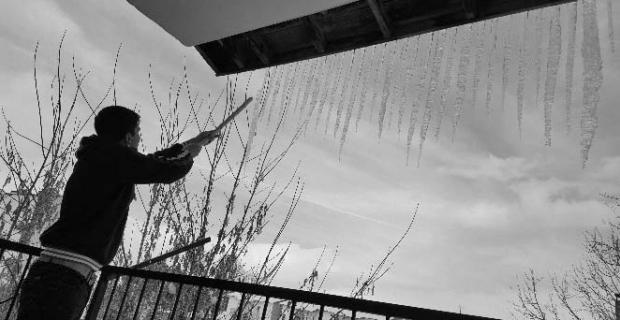 Tatvan'da dondurucu soğuklar hayatı zorlaştırıyor