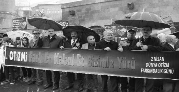 Bitlis'te otizm farkındalık yürüyüşü