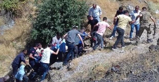 Bitlis'te otomobil uçuruma yuvarlandı: 2 yaralı!