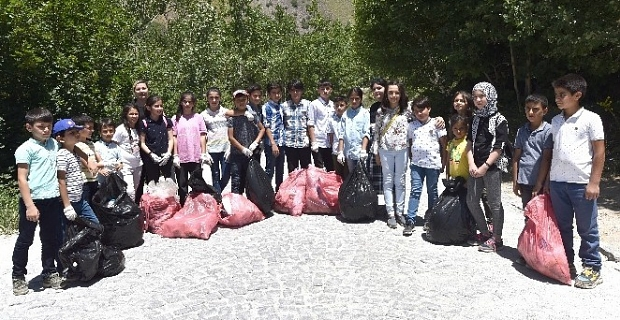 Tatvan'lı öğrenciler Nemrut'ta temizlik yaptı