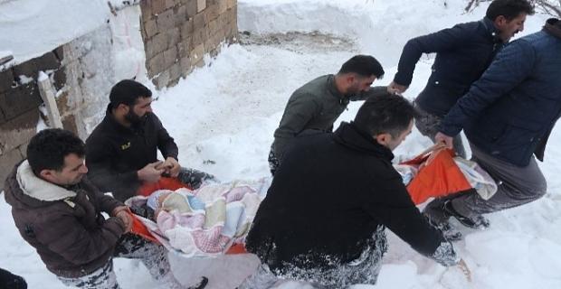 Bitlis'te branda sedyeyle zorlu hasta kurtarma operasyonu