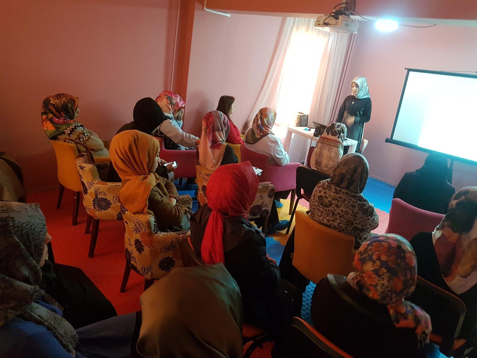 """ADEM'de """"Teknoloji Bağımlılığı ve Madde Bağımlılığı"""" semineri düzenlendi"""