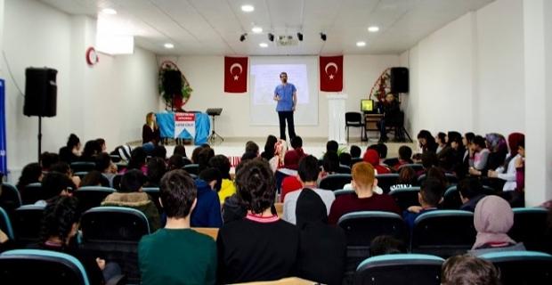 """Tatvan'da ortaokul öğrencilere """"Doktorluk"""" mesleği tanıtıldı"""