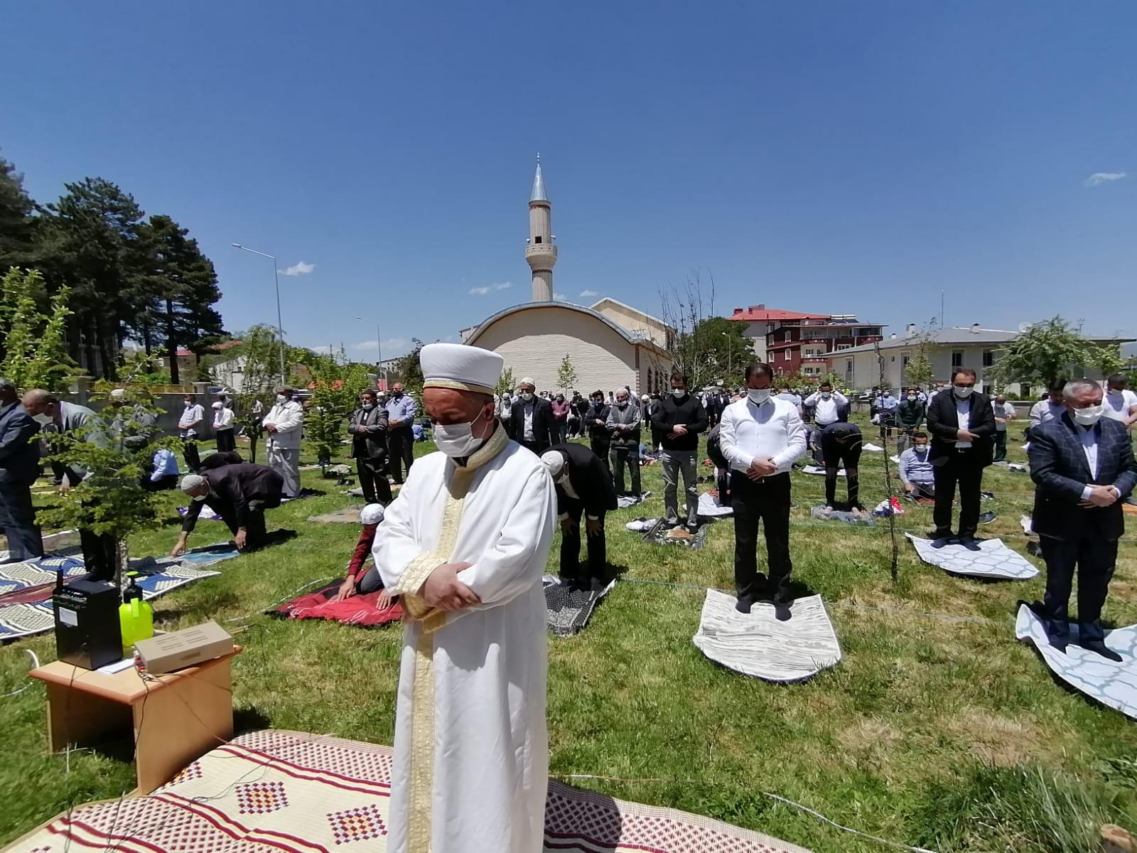 Tatvan'da camiler yeniden cemaatine kavuştu!