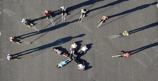 Bitlisli kayakçılar yarışmalara asfalt yolda hazırlanıyor