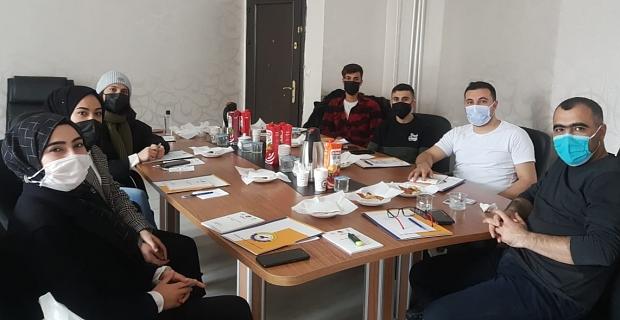 """BİGACEM """"Genç Gazeteciler Yazıyor"""" projesinin startını verdi"""