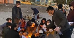 Tatvan'da CHP'li gençler mültecilere yemek ve dezenfektan dağıttı