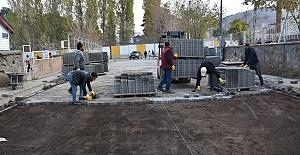 Tatvan'da kilitli taş parke yol yenileme çalışmaları devam ediyor