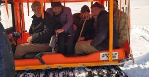 Güroymak'ta suyu kesilen köylüler su ararken mahsur kaldı!