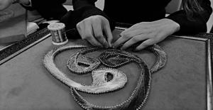 Ahlat'lı kadınlar, çivi ve telle sanat eserleri yapıyor