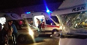 Bitlis'te öğrenci minibüsü kaza yaptı: 13 yaralı!