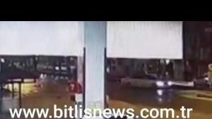 Tatvan'daki korkunç kaza anı kamerada!